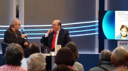 """Denis Scheck (r.) mit Michael Köhlmeier zu """"Das Mädchen mit dem Fingerhut"""""""